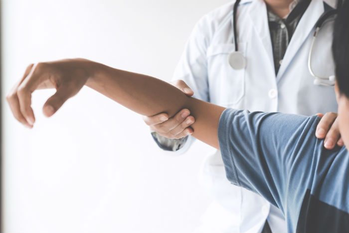 A Fort Wayne doctor sees a patient for chronic shoulder pain